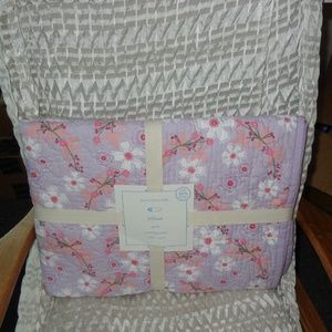 Pottery Barn Baby Jillian Toddler Quilt  NWT